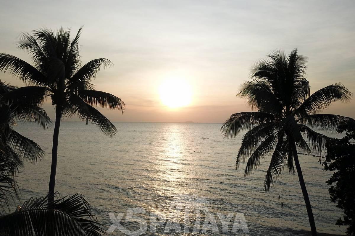 Закат на пляже Джомтьен
